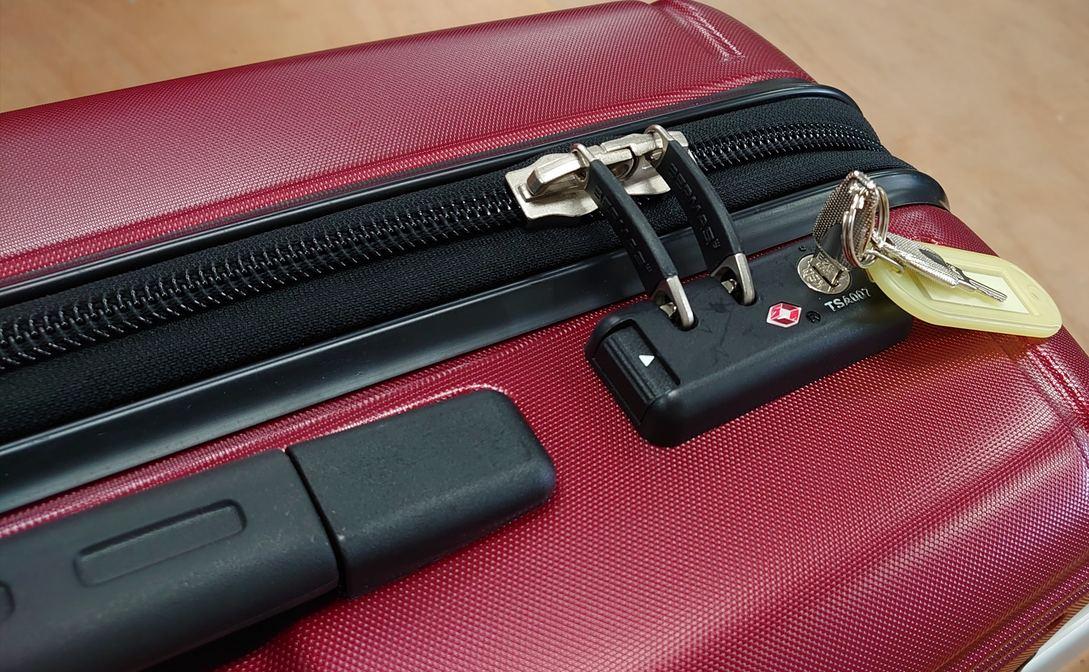 スーツケースの鍵は様々