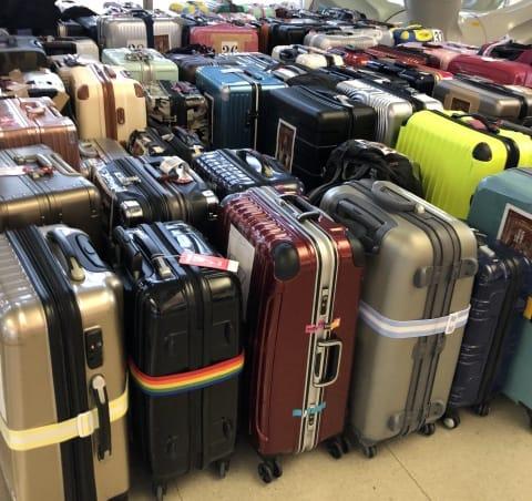 スーツケースベルトを目印にする