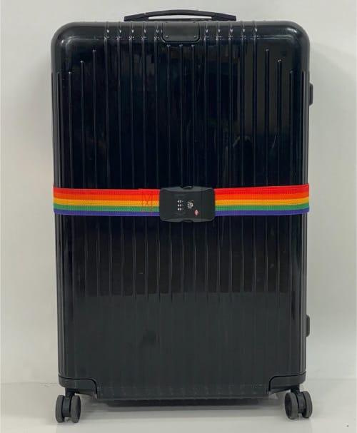 横1本でのスーツケースベルトの締め方