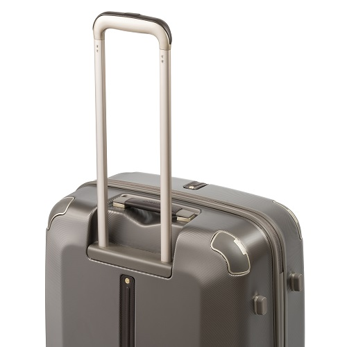 コーナーガードされたスーツケース