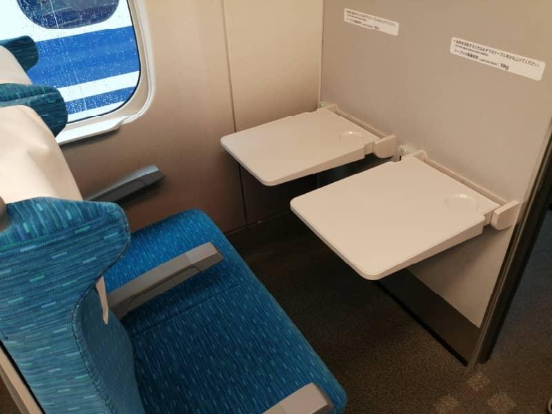 新幹線の最前列座席