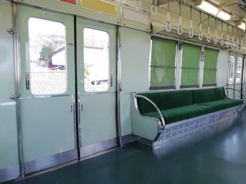 電車内の通路