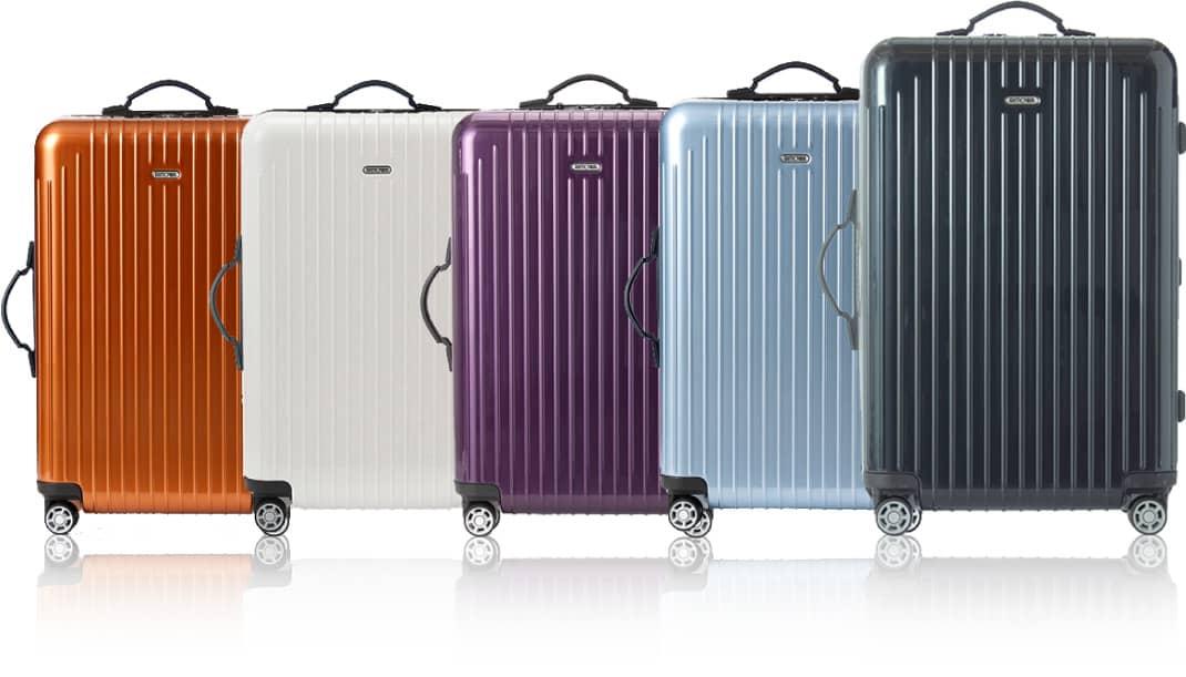様々なカラーのリモワのスーツケース