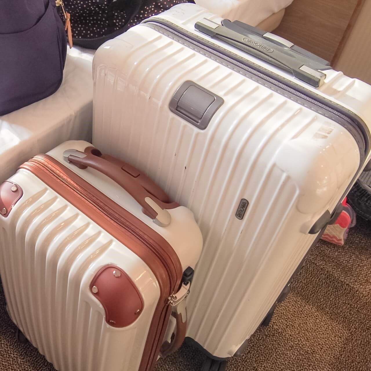 2個のスーツケース