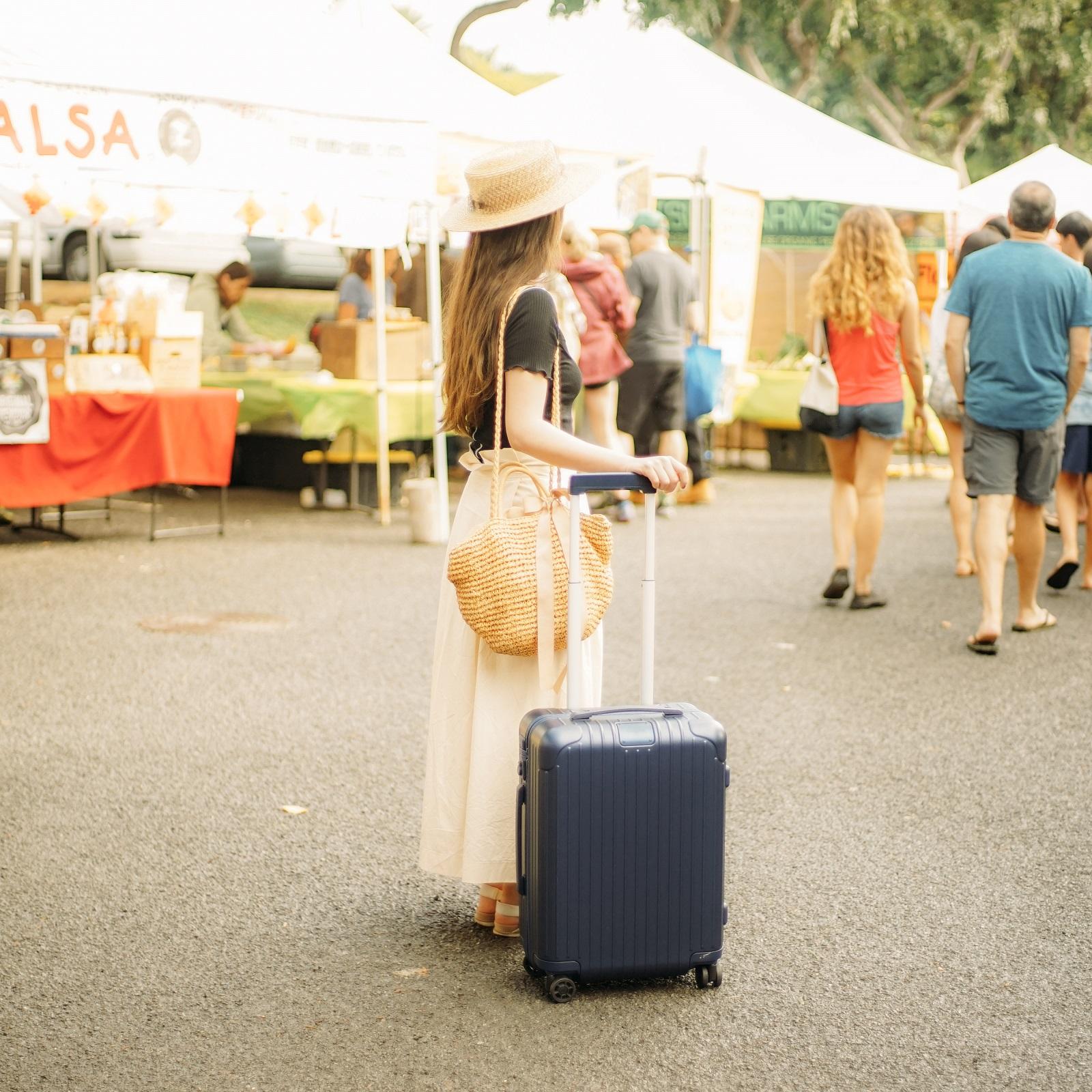 リモワ エッセンシャル ブルーのスーツケース