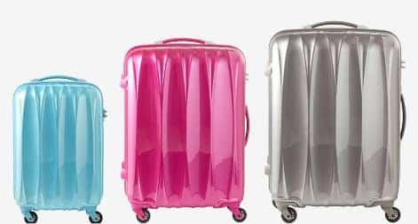 水色・ピンク・シルバーなどカラフルなスーツケース