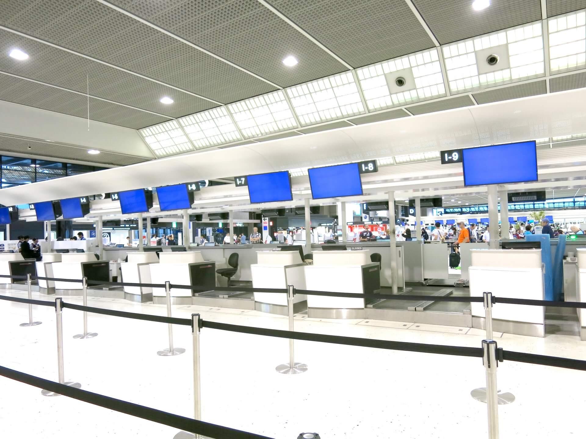 空港手荷物チェックインカウンター