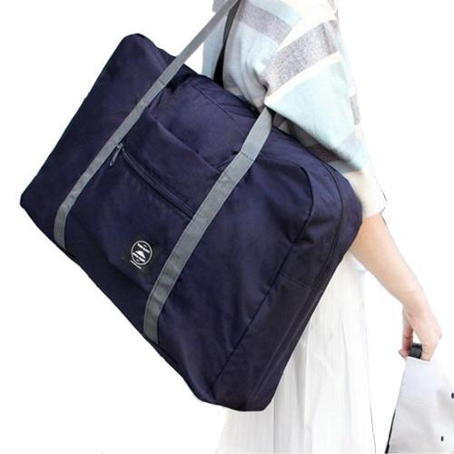 肩にかけた折りたたみバッグ