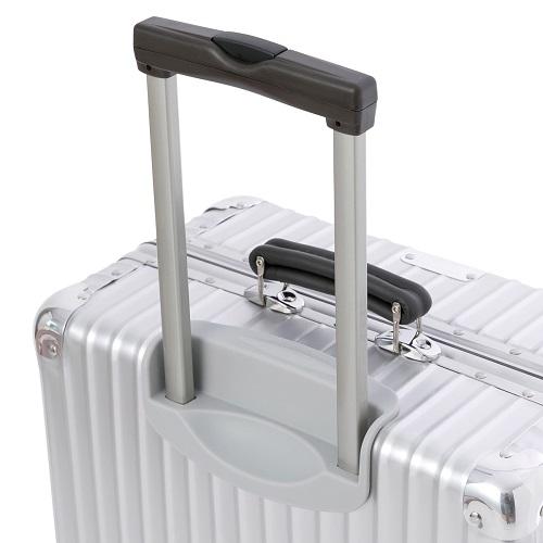 ハンドルがレザー調のスーツケース