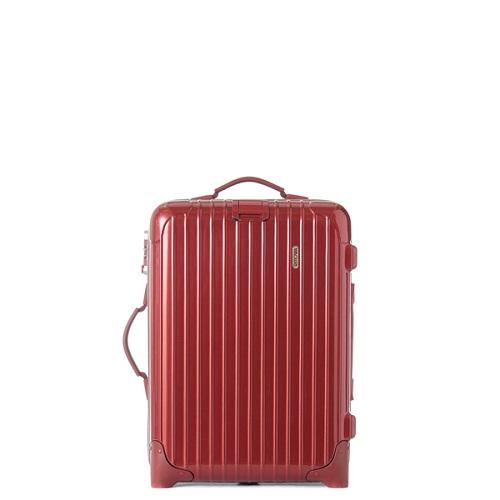 マットな赤色のスーツケース