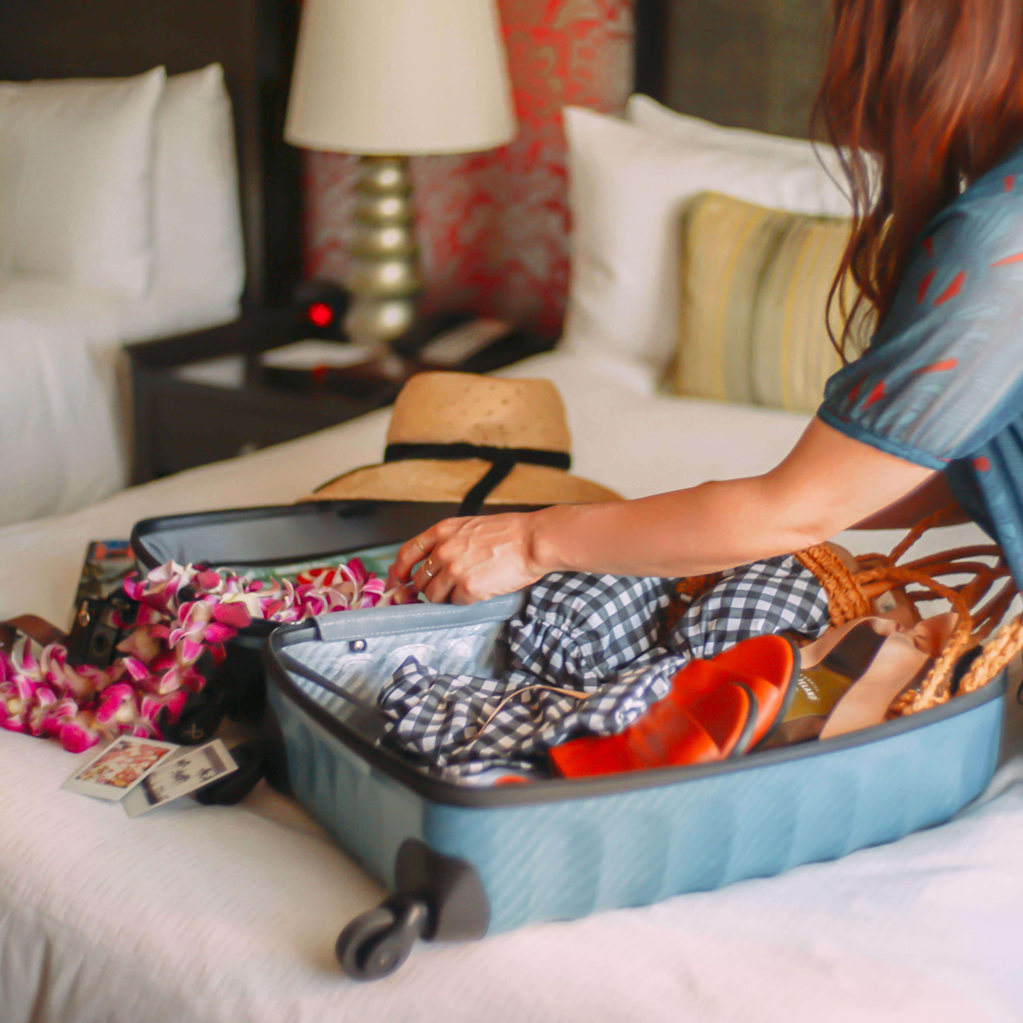スーツケースのパッキング風景