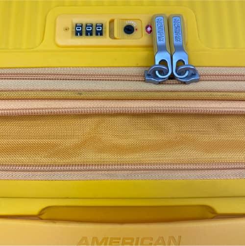 エキスパンダブル機能付きのスーツケース