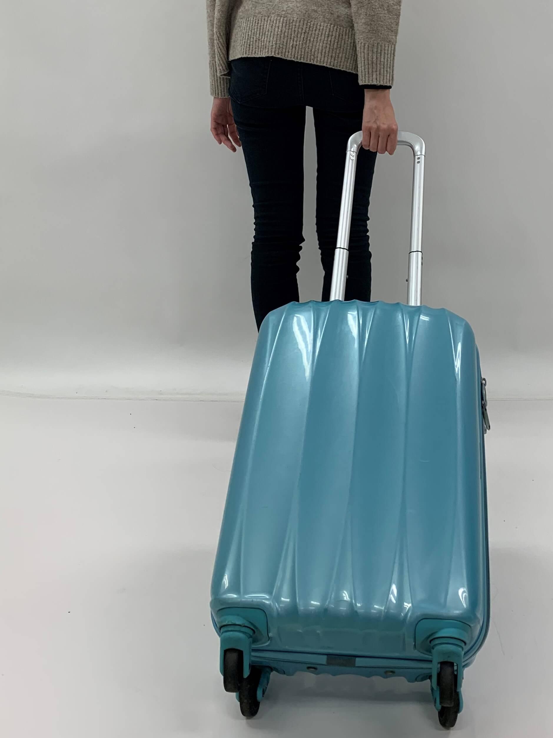 誤ったスーツケースの持ち方