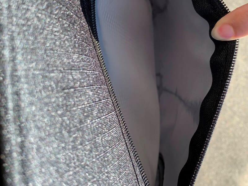 水をかけた後に浸水が見られる外側のポケット(ソフトタイプ)