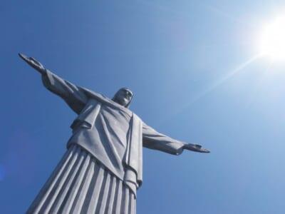 ブラジルのコルコバードの丘にある巨大なキリスト像