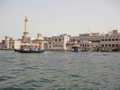 サウジアラビアの建物と船