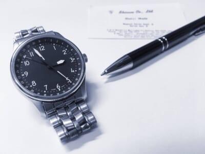 腕時計とペン
