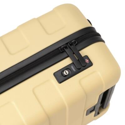 無印良品のクリーム色のボディのスーツケース