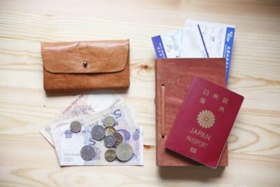 外国紙幣、硬貨やパスポート